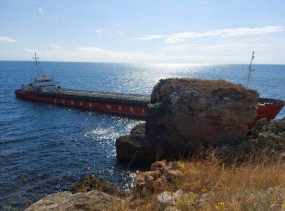 Товарен кораб заседна край Яйлата (СНИМКИ)