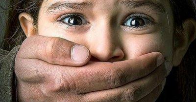 Гавра: Работник блудства с момиче в училище