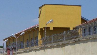 Затворници се наливат с алкохол в пловдивския зандан (ВИДЕО)