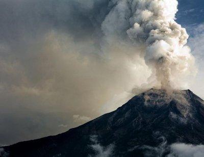 Вулканът на Канарите пак изригна