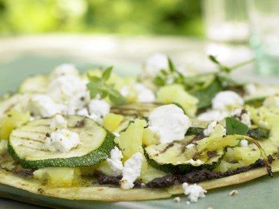 Тортиля на скара със зеленчуци и сирене