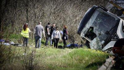 Обърна се автобус, 28 са ранени