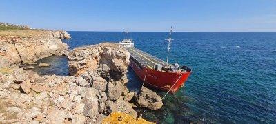 Стефан Янев поема руля за заседналия кораб