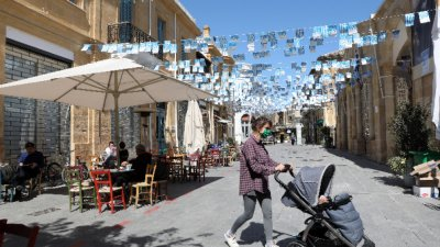 Глобиха кафене в Кипър с 16 000 евро заради непоискан Covid сертификат