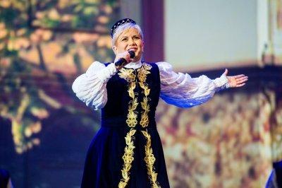 Само в Lupa.bg: Николина Чакърдъкова пее безплатно за БСП на Бузлуджа