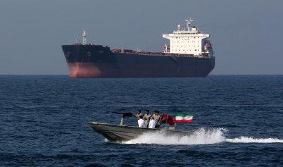 Ирански кораби опитаха да задържат британски танкер