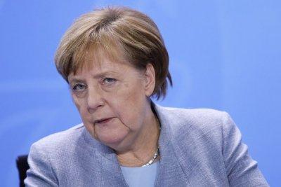 Меркел пристигна в Париж