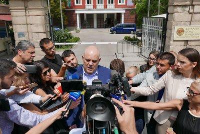 """Иван Гешев: Служител на """"Военна информация"""" е возил и снасял информация на бизнесмен в чужбина"""