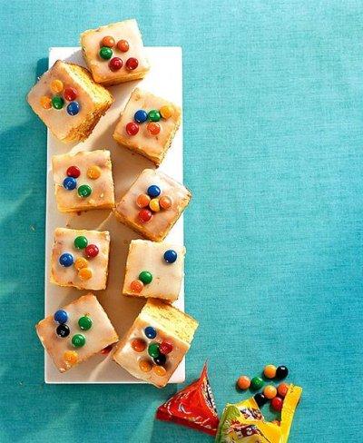 Бадемови тортички с ММ бонбони