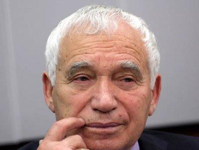 Само в Lupa.bg: Желю Желев тормозел студентки в библиотеката