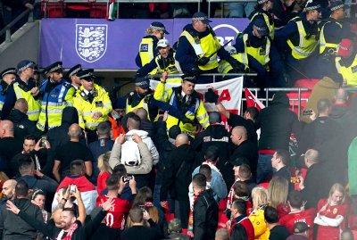 """Фенове на Унгария се млатиха със стюарди на """"Уембли"""""""