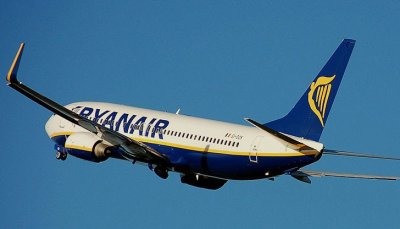 Ryanair не пуска пътници, взели пари за пропуснати полети