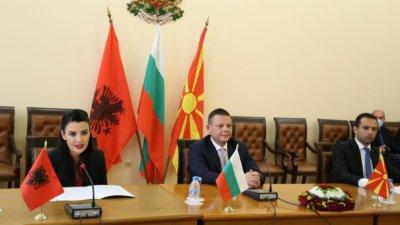 Министри на България, Албания и РСМ подписаха меморандум за Коридор 8