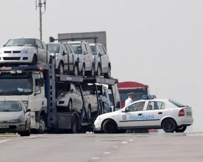Търговец предложил 40 000 лв. подкуп, за да се потули вноса на 255 коли