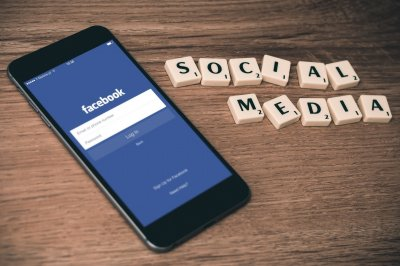 """""""Фейсбук"""" плаща на медиите, ама във Франция"""