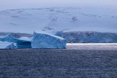 Опасност за човечеството! Радиация и вируси ни заливат, ако се разтопи Антарктика