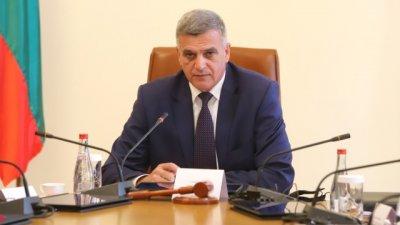 Янев: Няма да рискуваме човешки живот, за да оцелеем политически