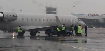 Самолетът на Кайрат се заби се в кола на летището