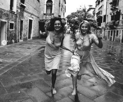 Мария Бакалова и Мила Роберт размятаха бозки из Венеция