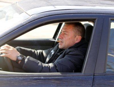 Радостта на народа: Карам такси като пич и чета много книги!