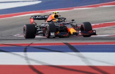 Скандал във Ф1: Верстапен показа среден пръст на Хамилтън, Перес най-бърз във втората свободна тренировка