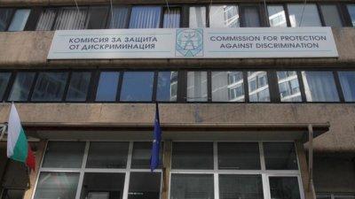 Официално: Кацаров дискриминира със сертификатите