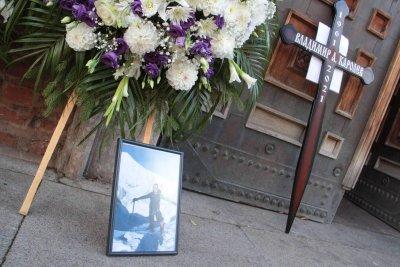 Последно сбогом: Стотици изпратиха Владимир Каролев (ГАЛЕРИЯ)