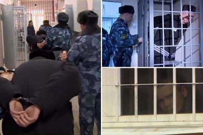 Жална му майка! В Русия издирват този, който извадил на бял свят видеа, показващи изтезания в затвора
