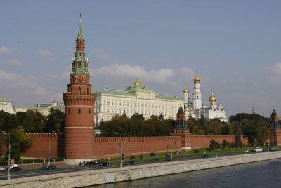 Затвориха Червения площад заради рухнало скеле от стената на Кремъл