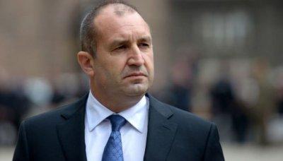 """Румен Радев привика шефовете на службите заради """"НАП-лийкс"""""""