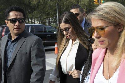 Съпругата на Ел Чапо на съд в Бруклин (СНИМКИ)