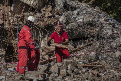 Смъртоносно земетресение чака Турция