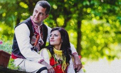Боксьорката Стойка Петрова се омъжи в народна носия