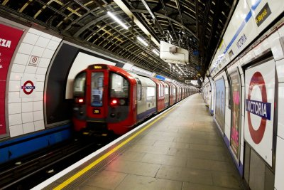 Сълзотворен газ в метрото на Лондон
