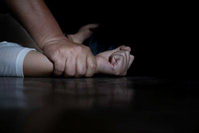 Баща изнасилвал 15-годишната си щерка