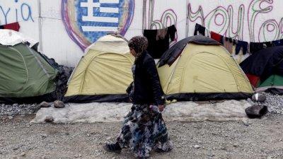 Броят на мигрантите в гръцките лагери пак се увеличи