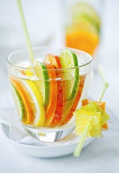 Джинджифилова лимонада с цитруси и ябълка