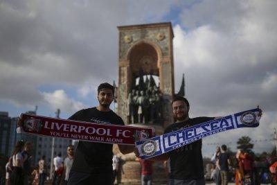 Женска съдийска тройка ще ръководи Ливърпул - Челси, които определят супершампиона на Европа