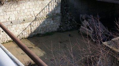 Изхвърлят умрели животни в напоителни канали в Сливенско