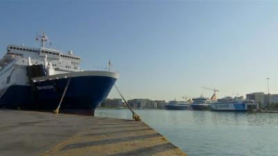 Блокираните на Самотраки туристи чакат ферибот