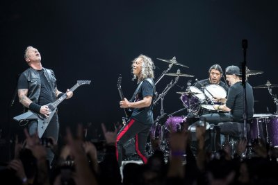 Metallica стартира турнето си през 2020-та в гробница за комунисти
