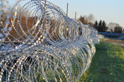 Словения строи още гранична ограда срещу мигрантите