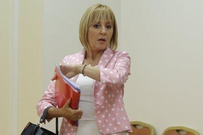 Мая Манолова се оплака: Налага се да върша работата на здравния министър