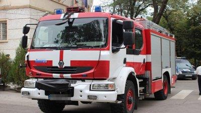 Пожарникари спасиха момиче в горящ апартамент в Русе
