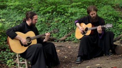 Уникално! Монаси изпълняват Iron Maiden в манастир в Сърбия