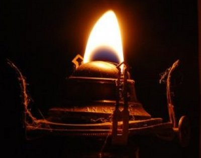 Лампи горят хиляди години