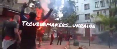 Уникални кадри от боя между украинци и фенове на ЦСКА в Запорожие (ВИДЕО)