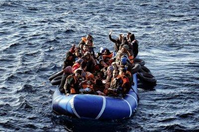 Гръцката брегова охрана спасила близо 400 мигранти за три дни