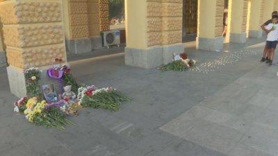Стотици запалиха свещи за убитото дете в Сотиря