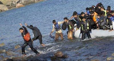 Стотина мигранти бяха спасени край остров Лесбос